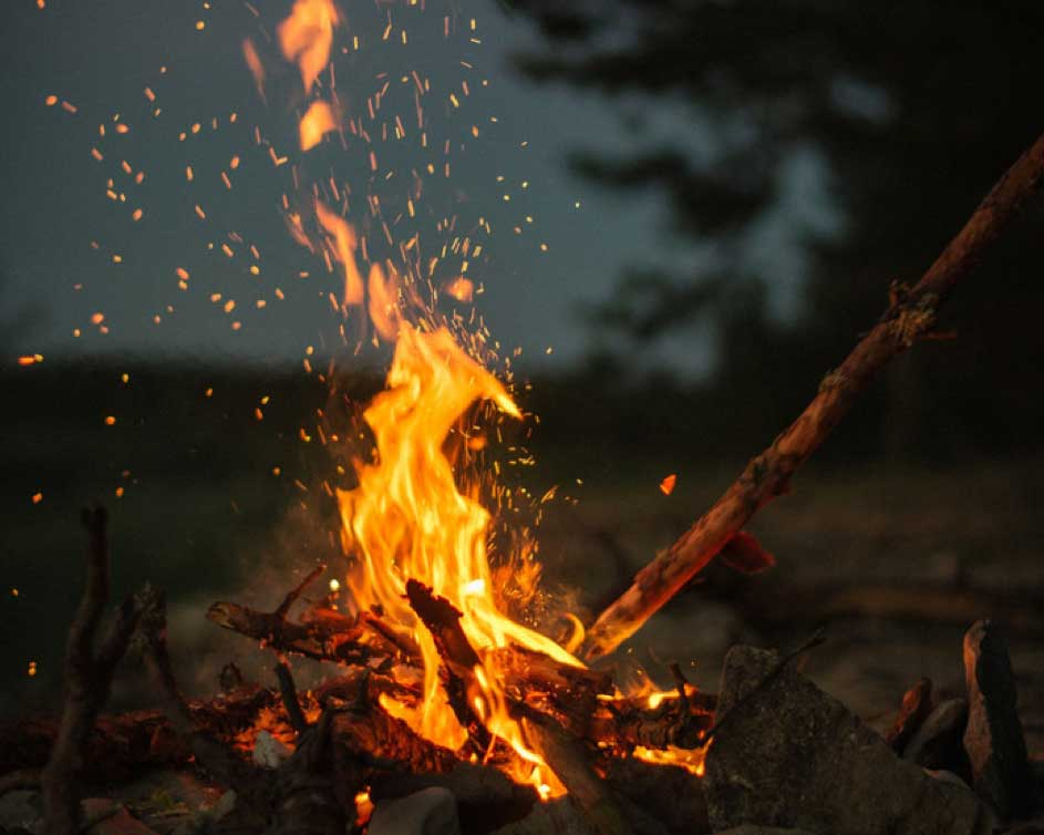 Stiltepek met vuur